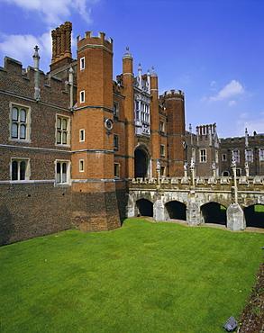 Bridge over moat to entrance gate, Hampton Court Palace, London, England, UK, Europe