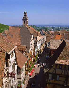 Old 16th and 17th century houses of wine-growers, Riquewihr, Alsace, France, Europe