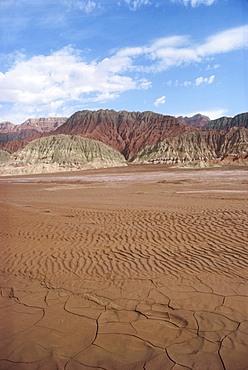 The Maidan Togh Mountains in the northern Taklamakan Desert in Xinjiang Province, China, Asia