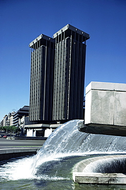 Fountain in the Plaza de Colon (Columbus Square) and the Torres de Jerez, Madrid, Spain, Europe