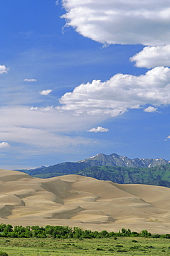 Great Sand Dunes National Monument and Sangre de Cristo Mountains, 700 ft dunes are the tallest in North America, Colorado, USA, North America