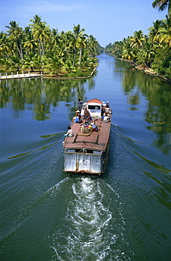 Boat service at Chavara, Backwaters between Quilon and Alleppey, Kerala, India, Asia