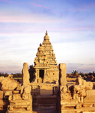 Shore Temple dating from the Pallava period, between the 7th and 9th centuries, Mahabalipuram, UNESCO World Heritage Site, Tamil Nadu, India, Asia