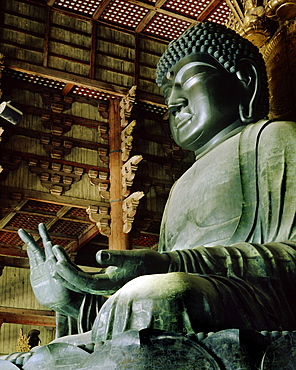 Todaiji (Great Eastern Temple), constructed in 752, housing Japan's largest Buddha statue (Daibutsu) and the world's largest wooden building, Nara, UNESCO World Heritage Site, Japan, Asia