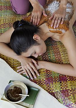 Coffee scrub at Ylang Ylang Spa at Tal Vista Hotel in Tagaytay, Philippines, Southeast Asia, Asia