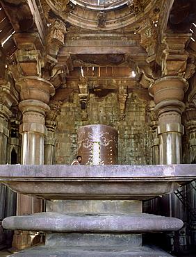 Giant Shivalingam in the Shiva temple, dating from the 11th century Paramara dynasty, Bhojpur, Bihar, India, Asia