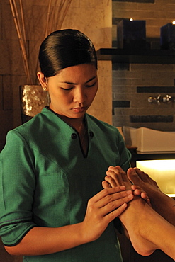 Foot massage at the Lazuli Spa at Marco Polo Hotel in Davao, Mindanao, Philippines, Southeast Asia, Asia