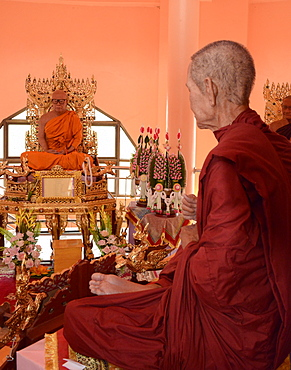 Wax monks at Wat Doi Waom, Mae Sai, Thailand, Southeast Asia, Asia