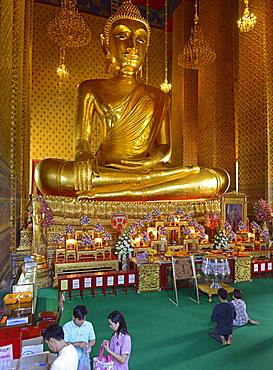 Large Buddha image, late Ayutthaya style, Wat Kanlayanimitr, Thonburi, Bangkok, Thailand, Southeast Asia, Asia