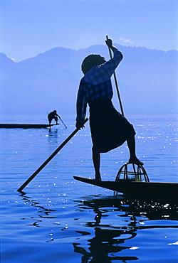 Intha fishermen, Inle Lake, Shan State, Myanmar (Burma), Asia