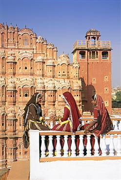 Women in saris in front of the facade of the Palace of the Winds (Hawa Mahal), Jaipur, Rajasthan state, India, Asia