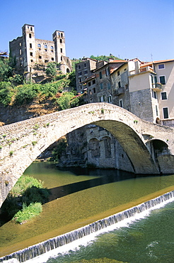 Medieval bridge across the River Nervia and 15th century Doria's castle, Dolceacqua, Italian Riviera, Liguria, Italy, Mediterranean, Europe