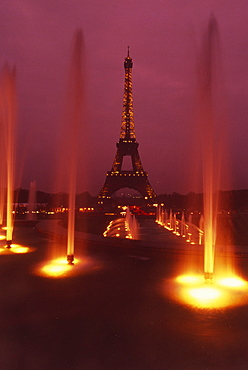 View of the Eiffel Tower from fountains of Palais de Chaillot, Paris, France, Europe