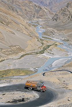 Truck climbing Lachalang Pass, 5065m, out of valley of Zanskar River, Leh-Manali highway, Ladakh, India, Asia