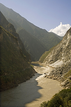 Tiger Leaping Gorge and Yangtze River, Yunnan, China, Asia