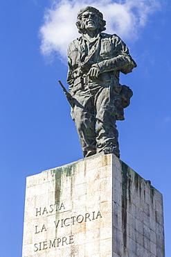 Statue of Che (Ernesto) Guevara on his mausoleum, Santa Clara, Cuba, West Indies, Caribbean, Central America