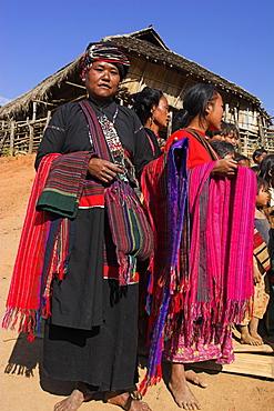 Ann village, Ann ladies with textiles, Kengtung (Kyaing Tong), Shan State, Myanmar (Burma), Asia