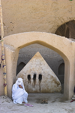Lady visiting a possible early 8th Century tomb of a 19th century AD saint behind mosque for blesssing for childbirth/sickness, No-Gonbad Mosque also known as Khoja Piada or Masjid-e Haji Piyada, Balkh, Balkh province, Afghanistan, Iraq, Middle East