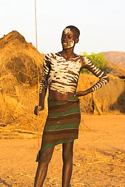 Karo man with body painting, made from mixing animal pigments with clay, Kolcho village, Lower Omo Valley, Ethiopia, Africa