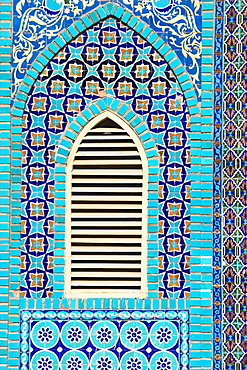 Tiling round shuttered window, Shrine of Hazrat Ali, founded in the 12th century, Mazar-I-Sharif, Afghanistan, Asia