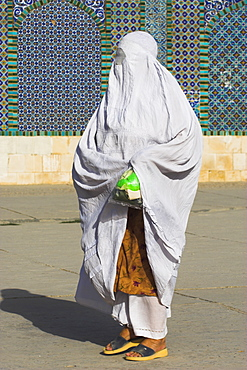 Woman pilgrim at the Shrine of Hazrat Ali, who was assassinated in 661, Mazar-I-Sharif, Afghanistan, Asia