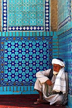 Pilgrim at the Shrine of Hazrat Ali, who was assassinated in 661, Mazar-I-Sharif, Afghanistan, Asia