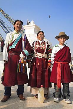Tibetan family in traditional clothes, Lhosar Tibetan and Sherpa New Year festival, Bodhnath Buddhist stupa, UNESCO World Heritage Site, Kathmandu, Bagmati, Nepal, Asia