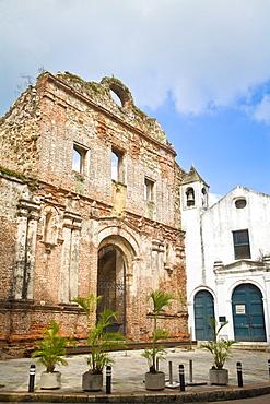 Iglesia de la Compania de Jesus and ruins, Casco Viejo, Panama City, Panama, Central America