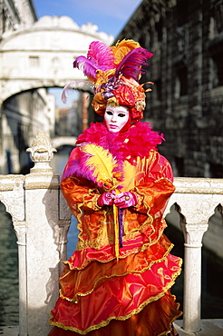 Person dressed in carnival mask and costume, posing in front of the Bridge of Sighs, Venice Carnival, Venice, Veneto, Italy, Europe