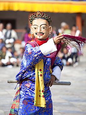 Monk performing traditional masked dance at the Wangdue Phodrang Tsechu, Wangdue Phodrang Dzong, Wangdue Phodrang (Wangdi), Bhutan, Asia