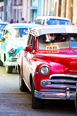 Vintage American cars used as local taxis, driving down Avenue Colon during afternoon rush hour, Havana Centro, Havana, Cuba, West Indies, Central America