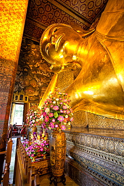 Head of reclining Buddha, Wat Pho, Bangkok, Thailand, Southeast Asia, Asia