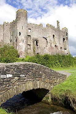 Castle and footbridge, Laugharne, Carmarthenshire, South Wales, Wales, United Kingdom, Europe - 365-3826