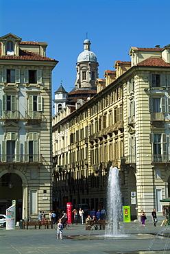 Italy, Piemonte, Turin, Piazza Castello fountain & architecture