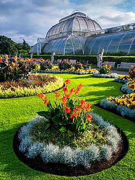 Palm House in Kew Gardens, Royal Botanic Gardens, UNESCO World Heritage Site, Kew, Greater London, England, United Kingdom, Europe