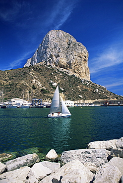 The Penyal d'Ifach towering above the harbour, Calpe, Costa Blanca, Valencia region, Spain, Europe