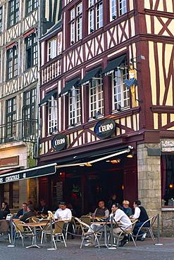 Restaurant and bar in the Place du Vieux Marche, Rouen, Seine-Maritime, Haute Normandie (Normandy), France, Europe