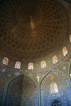 Interior of Sheikh Lotfollah mosque built between 1602 and 1619, Isfahan, Iran, Middle East