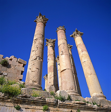 Detail of the peristyle of 13m high columns from the Roman Temple of Artemis, dating from the 1st century AD, Jerash, one of the ancient Roman cities of the Decapolis, Jordan, Middle East