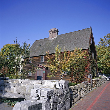 Goult-Pickman House, dating from 1636, Charter Streeet, next to the Burying Point, Salem's old cemetery, Salem, Massachusetts, New England, United States of America (USA), North America