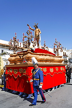 Float of resurrected Jesus, Easter Sunday procession at the end of Semana Santa (Holy Week), Ayamonte, Andalucia, Spain, Europe