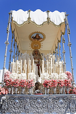 Float of the Virgin Mary, Easter Sunday procession at the end of Semana Santa (Holy Week), Ayamonte, Andalucia, Spain, Europe