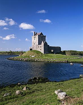 Dunguaire Castle near Kinvara, County Clare, Munster, Eire (Republic of Ireland), Europe