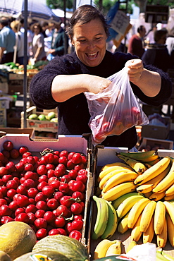 Gallego fruit vendor at the Friday Market, Cangas, Galicia, Spain, Europe