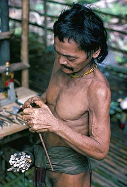 Penan Man making blowpipe darts, Mulu expedition, Indonesia, Asia