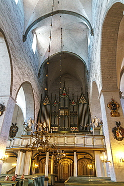 Nave with worshippers of Cathedral of St. Mary the Virgin, Old Town, UNESCO World Heritage Site, Tallinn, Estonia, Europe