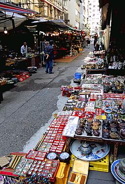 Curios and antiques, Upper Lascar Row (Cat Street), Hong Kong Island, Hong Kong, China, Asia