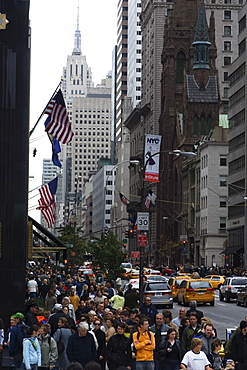 Fifth Avenue crowds, Manhattan, New York City, New York, United States of America, North America