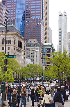 Shoppers on the Magnificent Mile, North Michigan Avenue, Chicago, Illinois, United States of America, North America