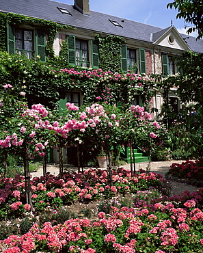 House and garden of Claude Monet, Giverny, Haute-Normandie (Normandy), France, Europe